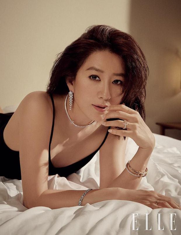 Ngỡ ngàng với visual hồi trẻ của bà cả Kim Hee Ae: Biểu tượng sắc đẹp một thời, diễn xuất đỉnh cao khó ai sánh bằng - Ảnh 2.