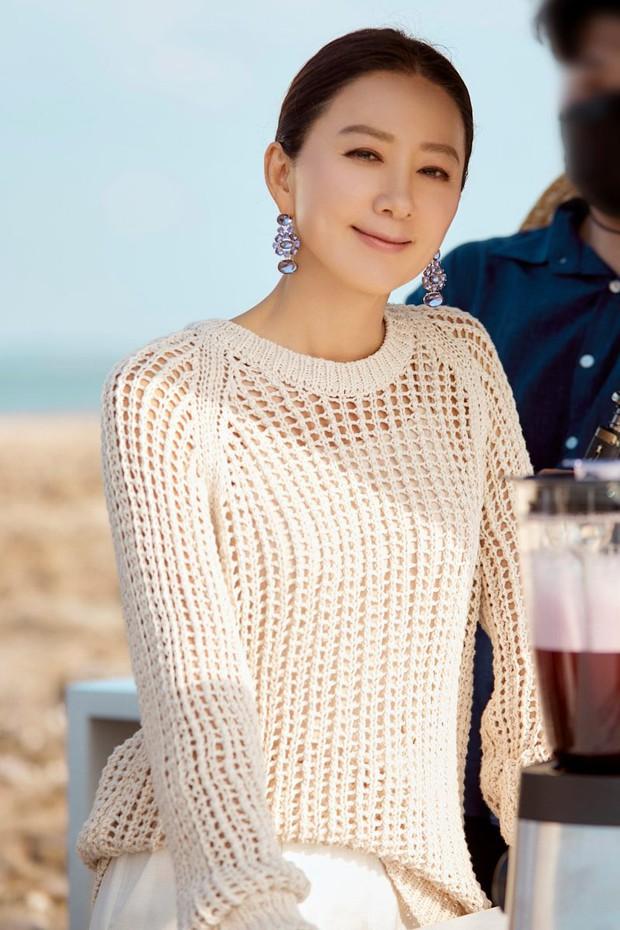 Ngỡ ngàng với visual hồi trẻ của bà cả Kim Hee Ae: Biểu tượng sắc đẹp một thời, diễn xuất đỉnh cao khó ai sánh bằng - Ảnh 10.