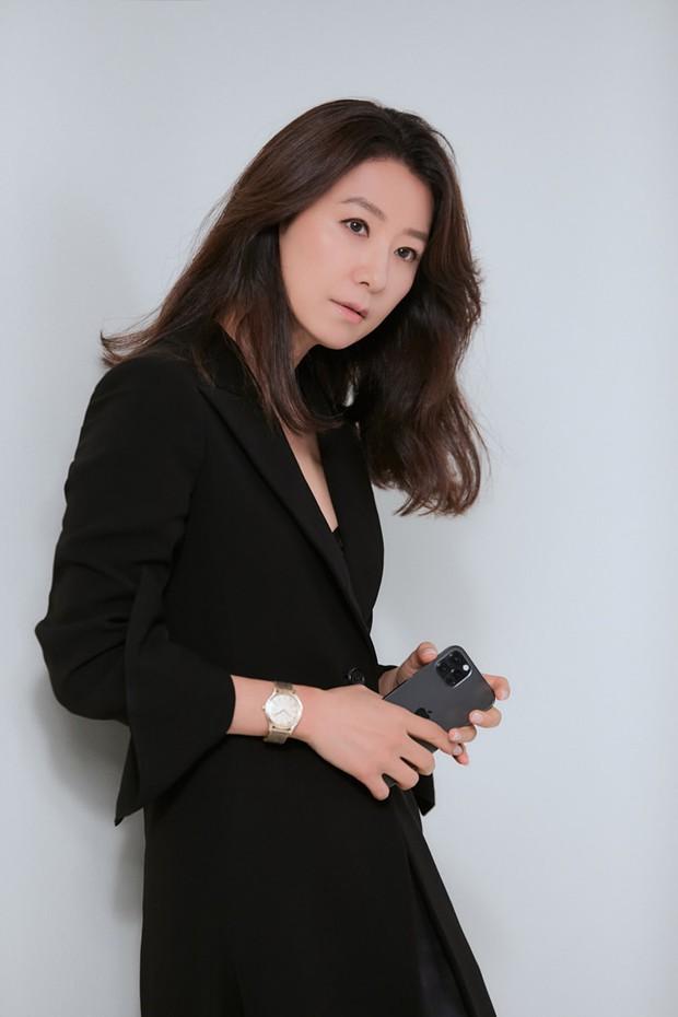 Ngỡ ngàng với visual hồi trẻ của bà cả Kim Hee Ae: Biểu tượng sắc đẹp một thời, diễn xuất đỉnh cao khó ai sánh bằng - Ảnh 12.
