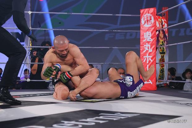 Huyền thoại MMA Nhật Bản có pha bẻ tay kinh hoàng, khiến đối thủ phải giải nghệ trong đau đớn - Ảnh 4.