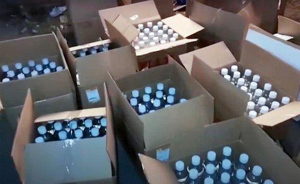Rúng động nước Nga: 1000 chai chất độc tuồn ra thị trường, cặp vợ chồng cùng tử vong để lại 5 đứa con thơ không biết bấu víu vào đâu - Ảnh 6.