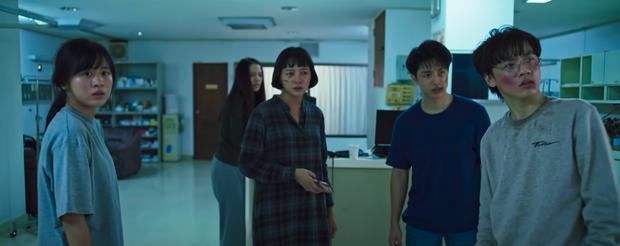 Sửng sốt phim về 4 sinh viên không ngủ 1 tuần đổi lấy tiền, nhận lại tấn thảm kịch và lật mở âm mưu hiểm độc từ một kẻ không ngờ - Ảnh 3.