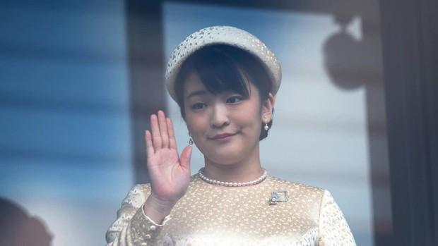 Công chúa Nhật khiến dân chúng buồn lòng vì cưới thường dân: Từng là viên ngọc quý được yêu mến giờ chỉ thấy gượng cười mỗi lần xuất hiện - Ảnh 5.