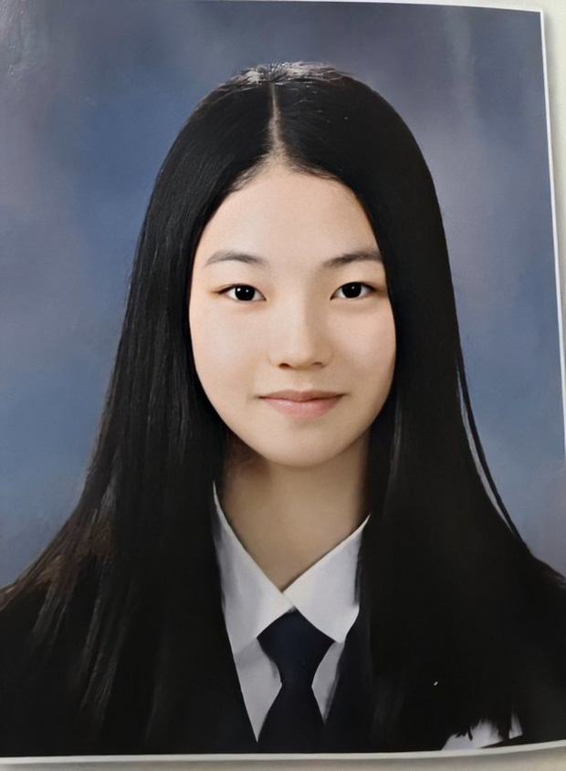 So kè ảnh pre-debut của visual ITZY và aespa: Yuna nhan sắc khó tìm ở phố đi bộ, Karina xinh có tiếng nhưng bị nghi dao kéo? - Ảnh 30.
