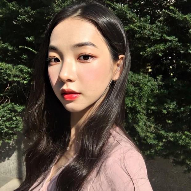 So kè ảnh pre-debut của visual ITZY và aespa: Yuna nhan sắc khó tìm ở phố đi bộ, Karina xinh có tiếng nhưng bị nghi dao kéo? - Ảnh 31.