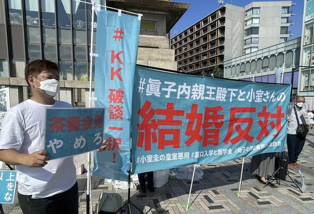 Chưa từng có trong lịch sử: Người dân Nhật xuống đường biểu tình phản đối Công chúa kết hôn, làn sóng bất bình dâng cao đến đỉnh điểm - Ảnh 2.