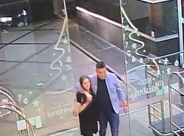 Clip: Khoảnh khắc tên sát nhân kéo vali chứa thi thể bạn gái đi ngang nhiên nơi công cộng gây ám ảnh - Ảnh 4.