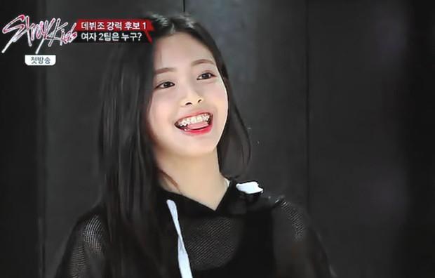 So kè ảnh pre-debut của visual ITZY và aespa: Yuna nhan sắc khó tìm ở phố đi bộ, Karina xinh có tiếng nhưng bị nghi dao kéo? - Ảnh 9.