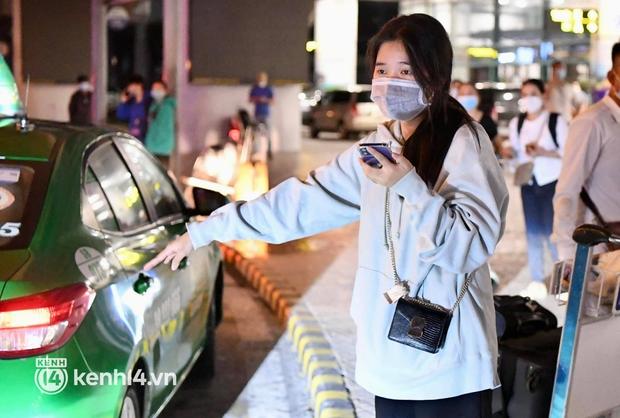 Hành khách trên chuyến bay thương mại đầu tiên từ TP.HCM ra Hà Nội bất ngờ và vui mừng khi không phải cách ly tập trung - Ảnh 13.