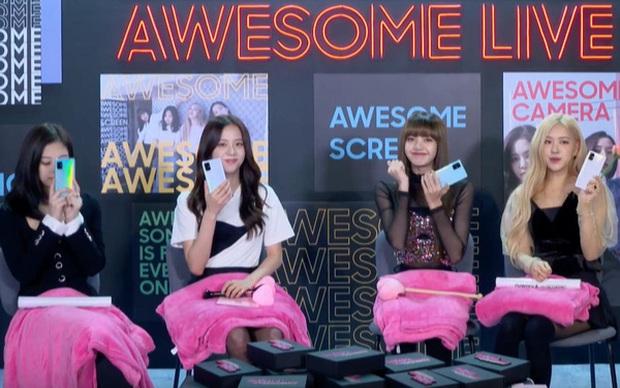 Dù lộ hint đang dùng iPhone nhưng Lisa (BLACKPINK) vẫn được netizen tấm tắc khen ngợi là đại sứ có tâm, nhìn ảnh selfie là hiểu vì sao! - Ảnh 1.