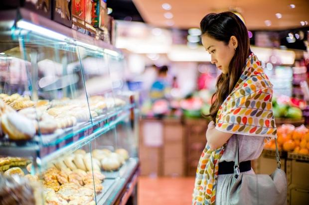 Vào siêu thị đừng bao giờ mua 4 món ăn này vì chính là bể chứa formaldehyde, có thể gây trọng bệnh cho cả gia đình - Ảnh 1.