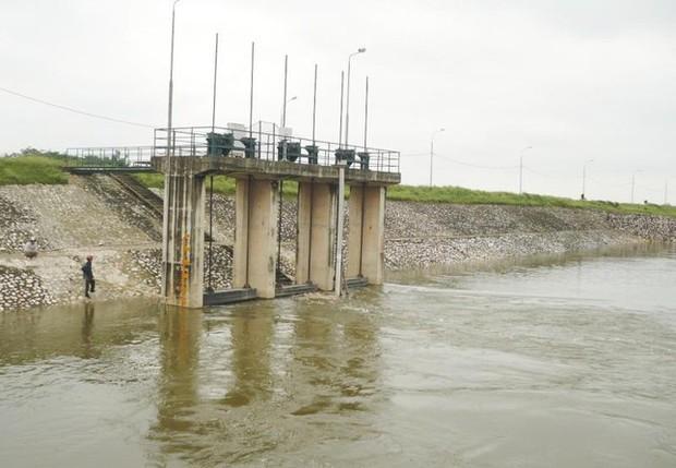 Nước sông, hồ tại Hà Nội đang dâng cao gây ngập úng tại một số khu vực - Ảnh 1.