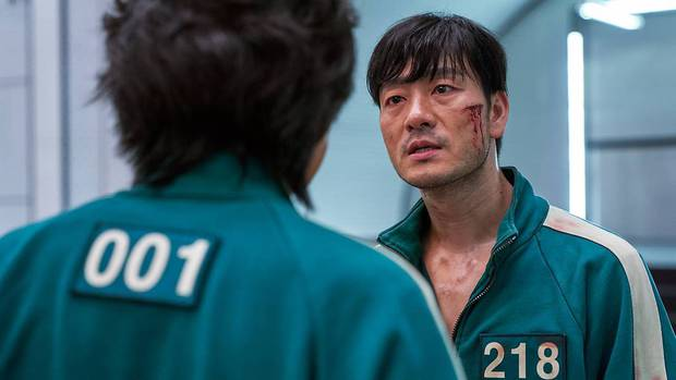 Ngỡ ngàng với cát-xê dàn cast Squid Game nhận sau mỗi tập phim: Lee Jung Jae thế nào mà cao gấp 12 lần nữ chính - Ảnh 2.