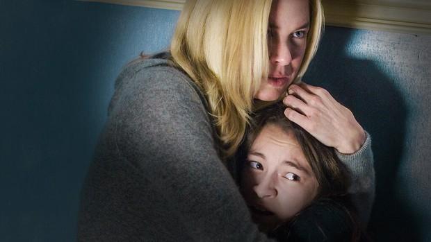 Bé gái bị bố mẹ nhét vào bếp lò thiêu sống: Đây là cú lừa thế kỷ trên màn ảnh với sự thật rùng mình tột độ đằng sau! - Ảnh 1.