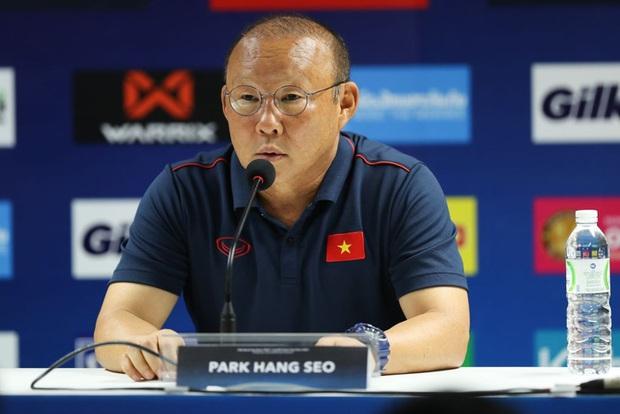 HLV Park Hang-seo lý giải việc loại trung vệ Thanh Bình sau trận thua Trung Quốc - Ảnh 2.