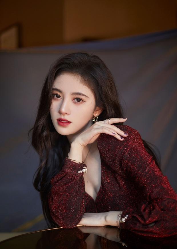 Visual vi diệu của tân binh 2k4 nhà JYP: Được khen là hậu duệ Ryujin nhưng nhìn giống cả Joy, Suzy lẫn Cúc Tịnh Y? - Ảnh 6.