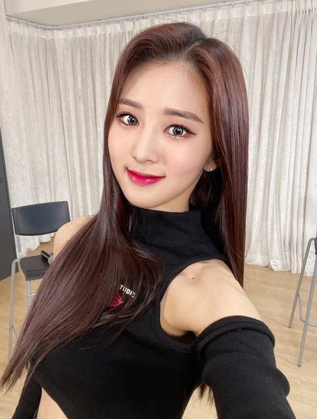 Tân binh là em họ Yuri (SNSD) sở hữu ngoại hình giống cả Kpop: Từ Sana (TWICE), đến Irene, Wendy (Red Velvet) đủ hết - Ảnh 2.
