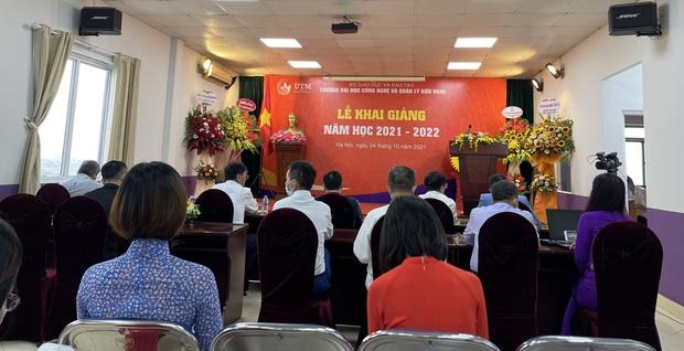 Lễ Khai giảng đặc biệt của sinh viên Trường Đại học Công nghệ và Quản lý Hữu Nghị (Hà Nội) - Ảnh 1.
