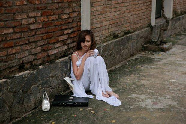 Nữ sinh bị đánh hội đồng, xé áo lộ cả ngực rồi quay clip: Đây chính là cảnh bạo lực học đường ám ảnh nhất phim Việt! - Ảnh 6.