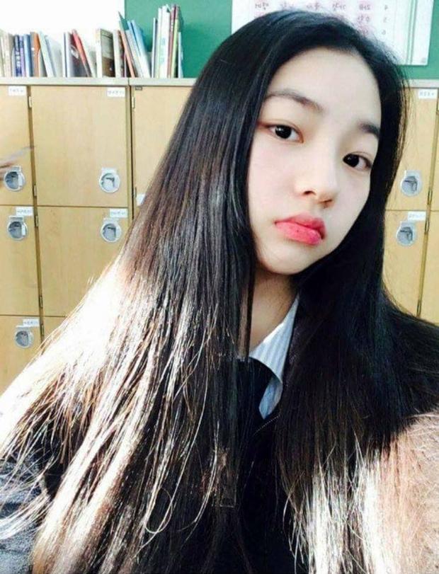 So kè ảnh pre-debut của visual ITZY và aespa: Yuna nhan sắc khó tìm ở phố đi bộ, Karina xinh có tiếng nhưng bị nghi dao kéo? - Ảnh 28.