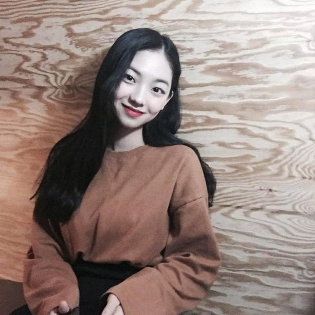 So kè ảnh pre-debut của visual ITZY và aespa: Yuna nhan sắc khó tìm ở phố đi bộ, Karina xinh có tiếng nhưng bị nghi dao kéo? - Ảnh 20.