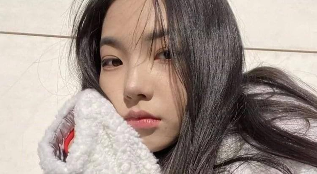 So kè ảnh pre-debut của visual ITZY và aespa: Yuna nhan sắc khó tìm ở phố đi bộ, Karina xinh có tiếng nhưng bị nghi dao kéo? - Ảnh 19.