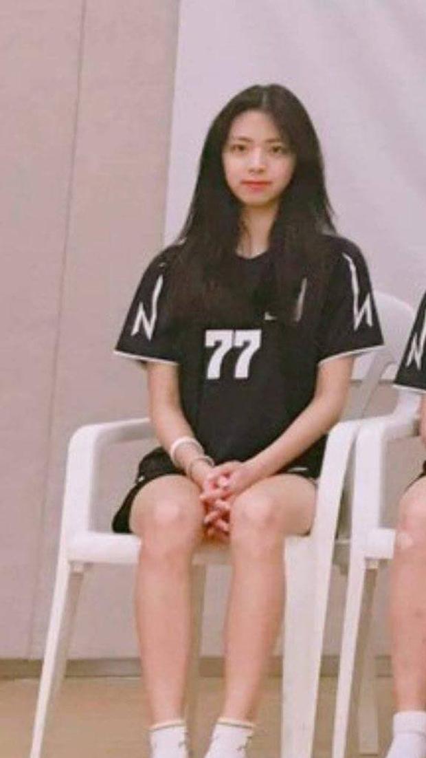 So kè ảnh pre-debut của visual ITZY và aespa: Yuna nhan sắc khó tìm ở phố đi bộ, Karina xinh có tiếng nhưng bị nghi dao kéo? - Ảnh 3.