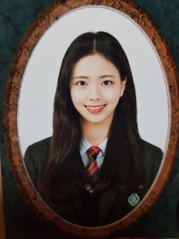 So kè ảnh pre-debut của visual ITZY và aespa: Yuna nhan sắc khó tìm ở phố đi bộ, Karina xinh có tiếng nhưng bị nghi dao kéo? - Ảnh 6.