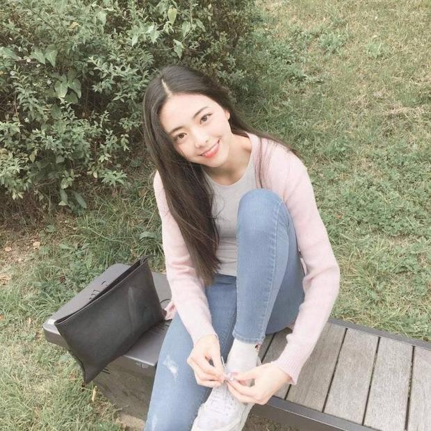 So kè ảnh pre-debut của visual ITZY và aespa: Yuna nhan sắc khó tìm ở phố đi bộ, Karina xinh có tiếng nhưng bị nghi dao kéo? - Ảnh 7.