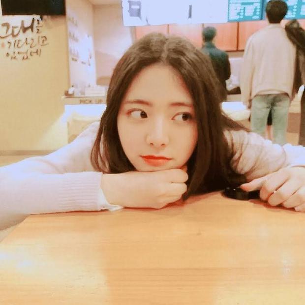 So kè ảnh pre-debut của visual ITZY và aespa: Yuna nhan sắc khó tìm ở phố đi bộ, Karina xinh có tiếng nhưng bị nghi dao kéo? - Ảnh 2.