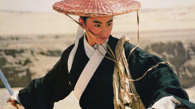 Đây chính là mỹ nhân giả trai đỉnh nhất màn ảnh Hoa ngữ, visual chuẩn soái ca khiến phụ nữ cũng phải mê mẩn - Ảnh 8.