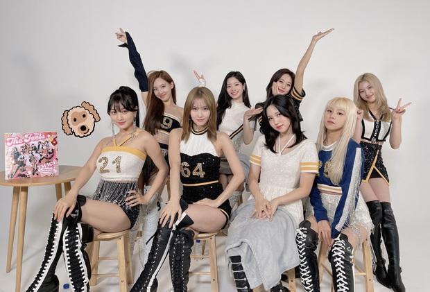TWICE lần đầu xuất hiện tại Billboard Hot 100 sánh vai BLACKPINK và Wonder Girls, BTS rớt hạng nhanh chóng sau No.1 tuần trước - Ảnh 2.