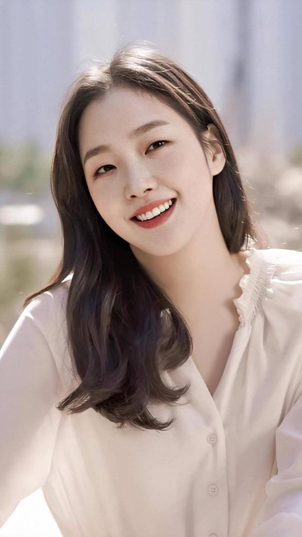 Kim Go Eun gây bão khi diện đồng phục trung học chuẩn nàng thơ, ngó tới visual ảnh thẻ càng đỉnh cao hơn - Ảnh 7.