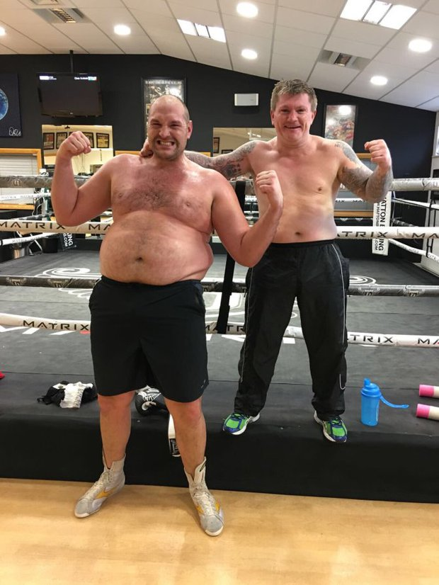 Tyson Fury và hành trình lột xác ngoạn mục từ bệnh nhân trầm cảm nặng 180kg tới tay đấm khiến cả thế giới phải ngước nhìn - Ảnh 3.