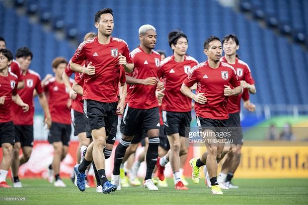 Link xem trực tiếp Nhật Bản vs Australia: Gã khổng lồ lại sa cơ, báo tin vui cho Việt Nam? - Ảnh 1.