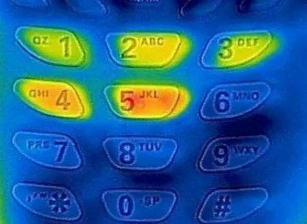 Tại sao bàn phím trên máy ATM luôn được làm bằng kim loại? - Ảnh 2.
