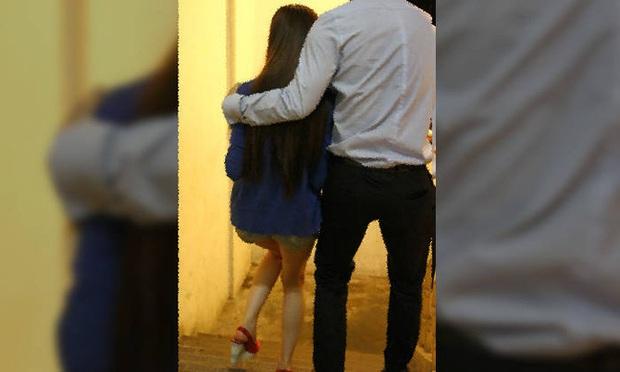 Phát hiện gã đàn ông khỏa thân trong phòng tắm, cặp vợ chồng ngã quỵ khi biết tội ác của hắn với con gái mình suốt 4 tháng qua - Ảnh 1.
