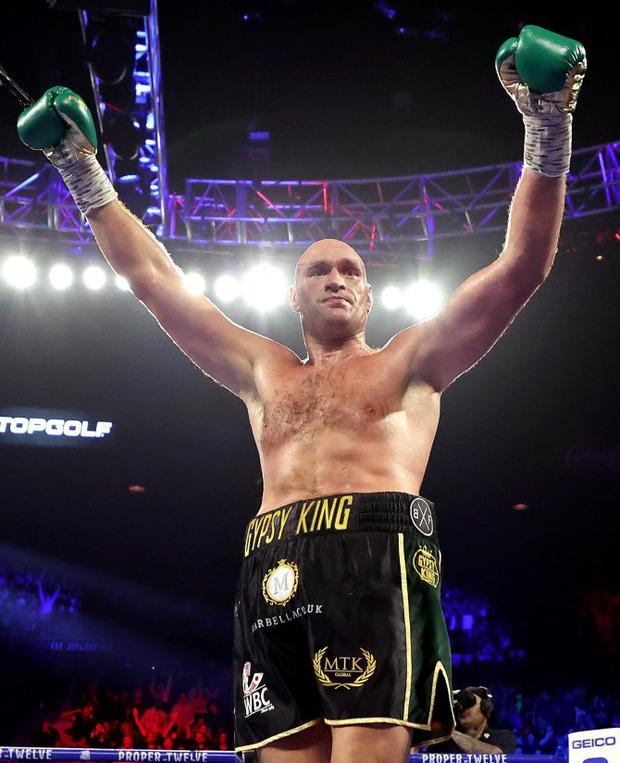 Tyson Fury và hành trình lột xác ngoạn mục từ bệnh nhân trầm cảm nặng 180kg tới tay đấm khiến cả thế giới phải ngước nhìn - Ảnh 6.