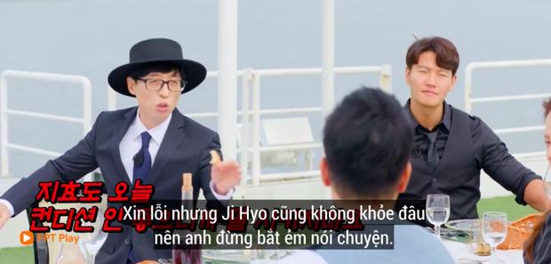 Fan lo sốt vó khi mợ ngố Ji Hyo nhợt nhạt trên Running Man, liên tục ôm bụng vì viêm ruột - Ảnh 2.