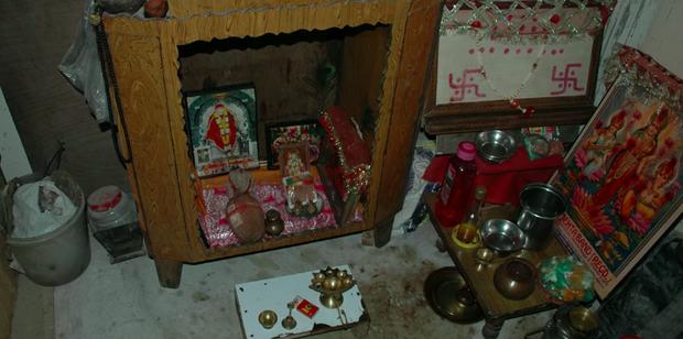 Vụ án gia đình 11 người chết treo cổ bí ẩn nhất Ấn Độ lên phim tài liệu: Rùng mình mối liên hệ với tà giáo, phơi bày sự thật lạnh sống lưng - Ảnh 6.