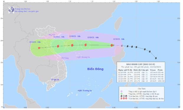 Bão số 8 đã vào Biển Đông, giật cấp 13 đang hướng vào miền Trung - Ảnh 1.