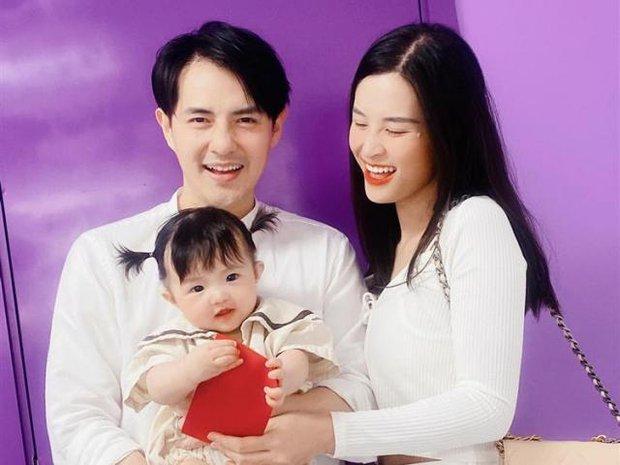 Đông Nhi lên đồ chụp ảnh kỷ niệm tròn tuổi 33: Diện váy áo hở cả mảng eo thon gợi cảm, con gái cực đáng yêu bên bố mẹ! - Ảnh 9.