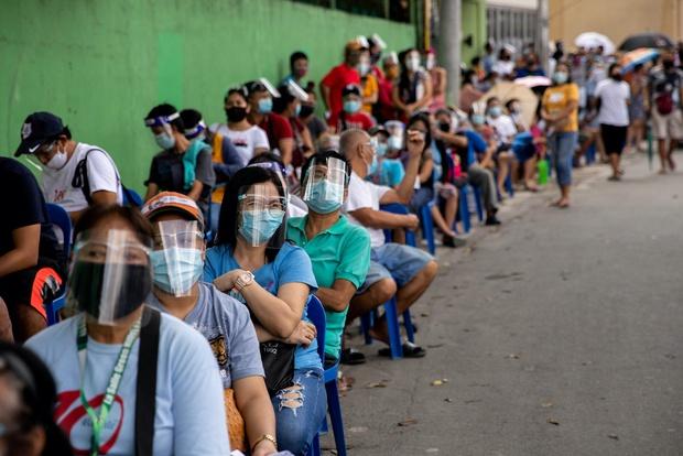 Tổng thống Philippines đề xuất đột nhập vào nhà dân, tiêm lén vaccine COVID-19 khi đang ngủ - Ảnh 4.