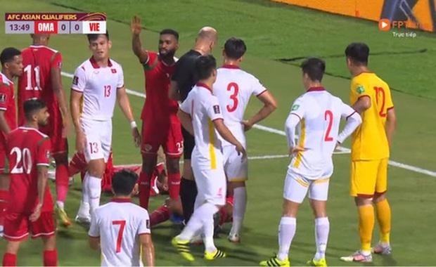 Tổng kết trận Việt Nam - Oman: Trọng tài cứ phải make it complicated thế nhở, tôi không thể nào enjoy cái moment này được?! - Ảnh 2.