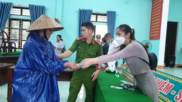 Quảng Nam báo cáo Bộ Công an việc từ thiện của ca sĩ Thủy Tiên: Hoàn toàn minh bạch, rõ ràng - Ảnh 3.