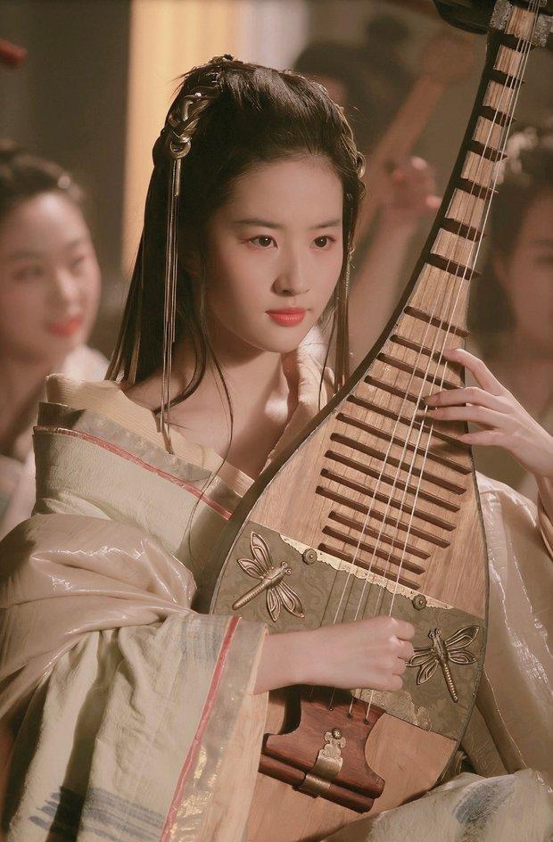 Lưu Diệc Phi từng cởi áo trước mặt Phùng Thiệu Phong, đẹp đến chao đảo chúng sinh trên màn ảnh 10 năm trước - Ảnh 1.