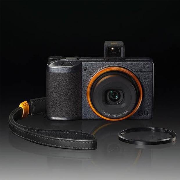 Soi mẫu máy ảnh của Lisa (BLACKPINK), giá cao ngất ngưởng vậy mà lúc nào cũng Mai Mee Tang Ka? - Ảnh 4.