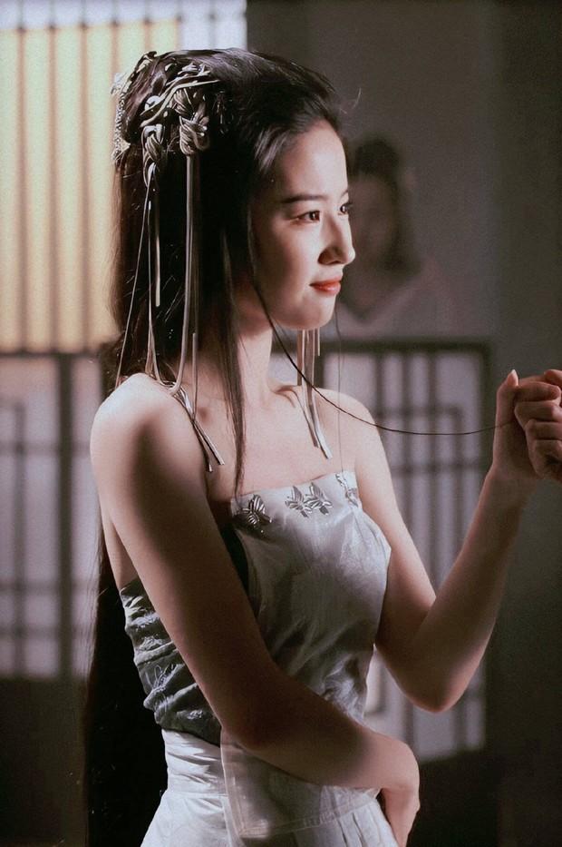 Lưu Diệc Phi từng cởi áo trước mặt Phùng Thiệu Phong, đẹp đến chao đảo chúng sinh trên màn ảnh 10 năm trước - Ảnh 6.