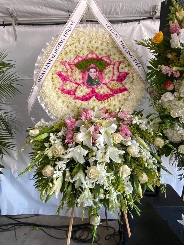 Đây là điều NS Hoài Linh đã âm thầm làm trong tang lễ cố ca sĩ Phi Nhung ở Mỹ, 1 chi tiết gây xúc động mạnh! - Ảnh 2.