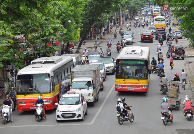 Hà Nội cho phép xe buýt, xe taxi được hoạt động từ 6h ngày mai 14/10 - Ảnh 1.